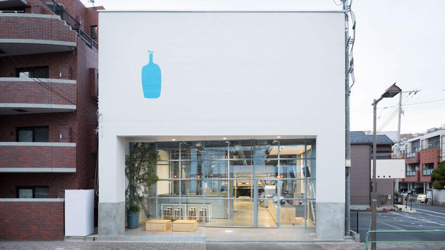2015年2月にオープンしたブルーボトルコーヒーの「清澄白河ロースタリー&カフェ」。