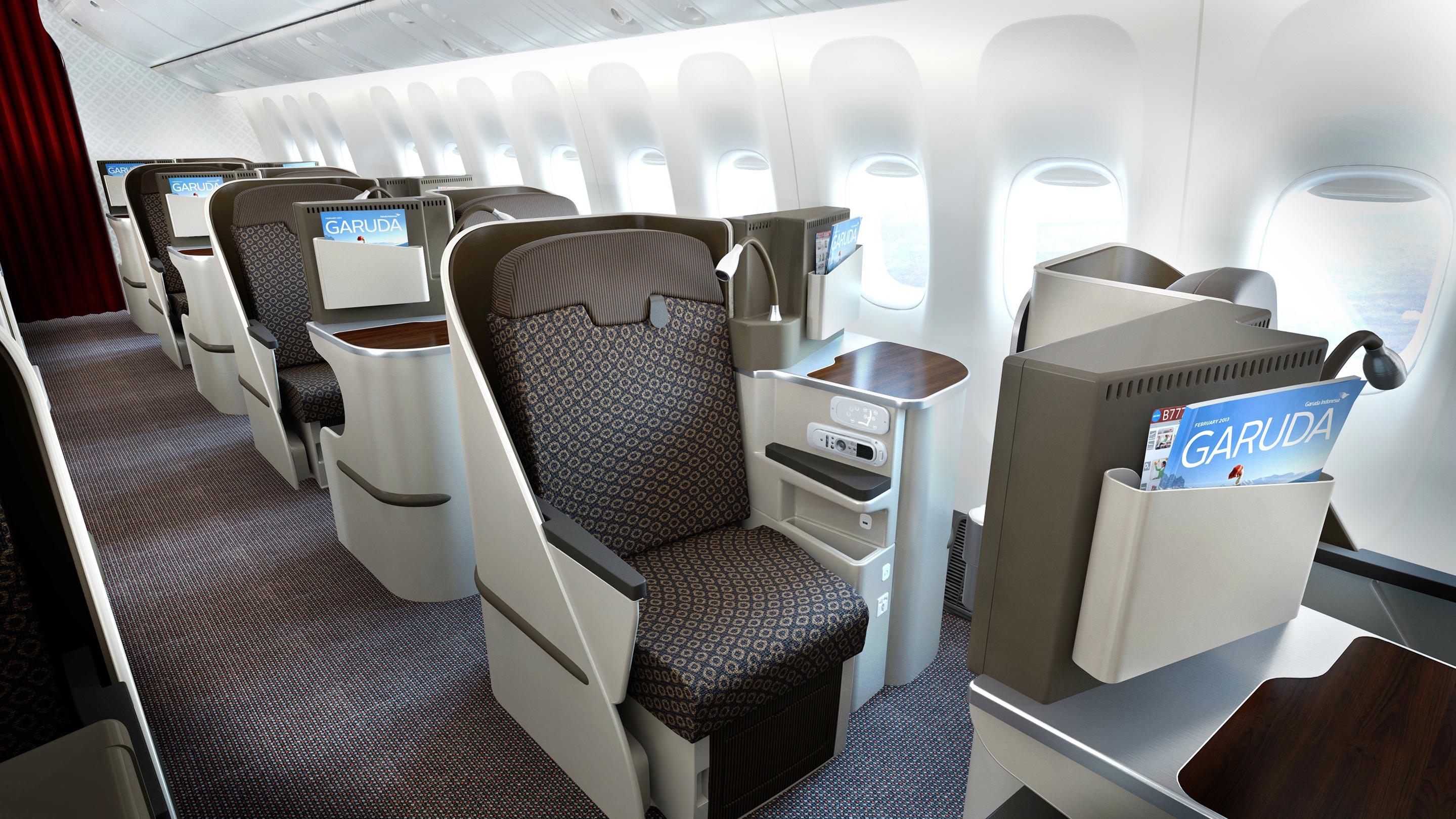 ビジネスクラスはプライベートが確保された空間で、しっかり疲れを取れる。