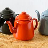 イギリスのキッチン用品老舗ブランド「FALCON Enamelware」の琺瑯ティーポットを3名様にプレゼント