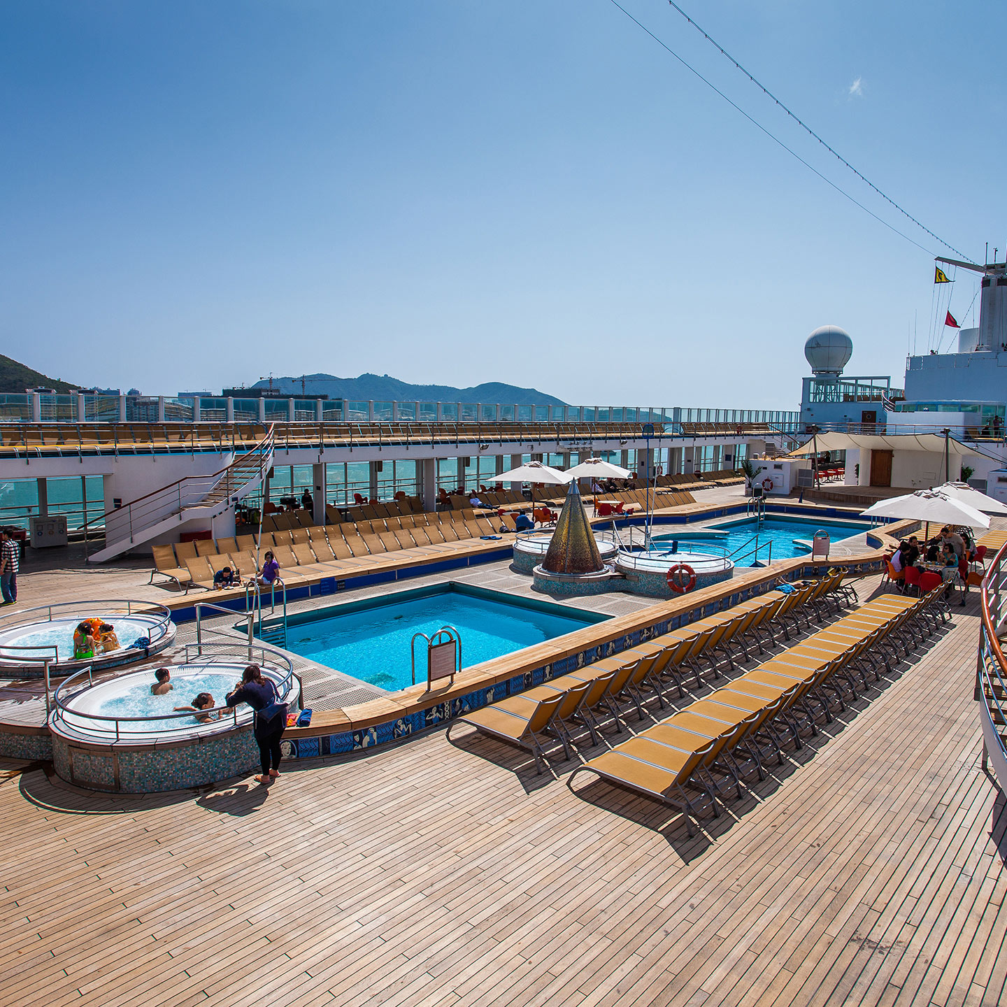 05-1.Pool-Deck-(Day)