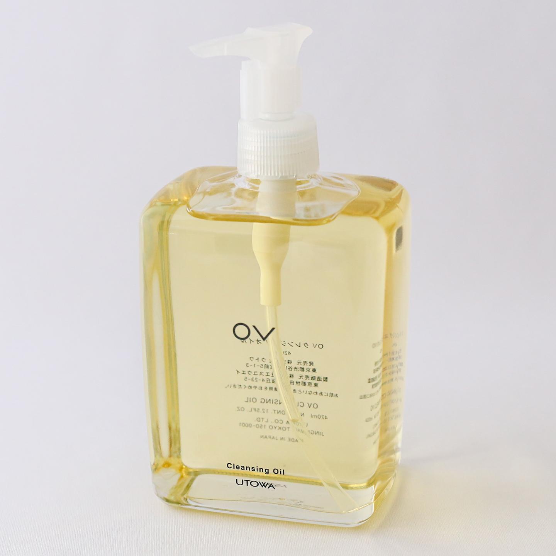 植物オイルベースの「OV クレンジングオイル」(420ml、15,000円、税抜)。肌を洗いながら美しく保つ。