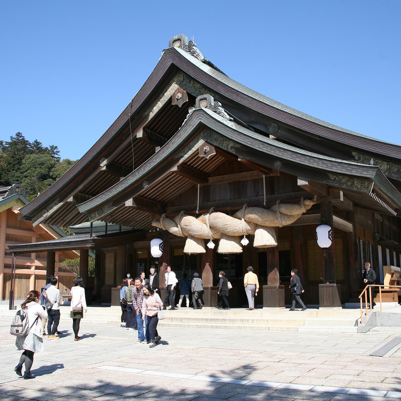 拝殿の注連縄(しめなわ)は長さ6m、重さ1.5トンもある