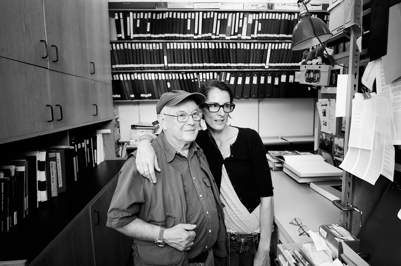 シェリル・ダン監督(右)と写真通信社マグナムフォトの古くからのメンバー、ブルース・デビッドソン。イーストハーレムや地下鉄を撮った作品で知られる。©Alldayeveryday
