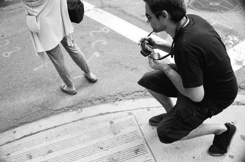 セルビアの首都ベオグラード出身の写真家ブギー。ニューヨークで最も危険とされる地域に潜入してジャンキーやギャングの生々しい姿を捉えている。©Alldayeveryday