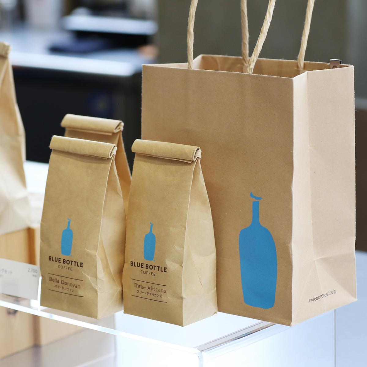 コーヒー豆は、豆のままペーパーバッグに詰められて販売されている。自分で挽いて、自宅でも挽きたてを楽しんでもらうためだ。