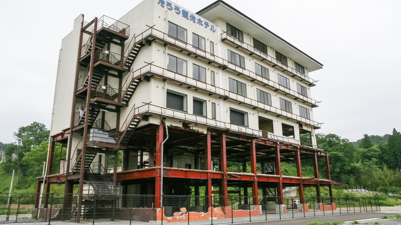 「津波遺構」として後世に震災を物語るかつての「たろう観光ホテル」。