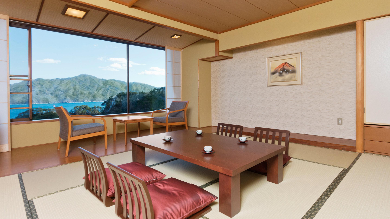 海側の和室。全74室の客室をはじめ、総工費10億円をかけてすべての施設が一新された。改装は、観光需要を喚起するためでもある。