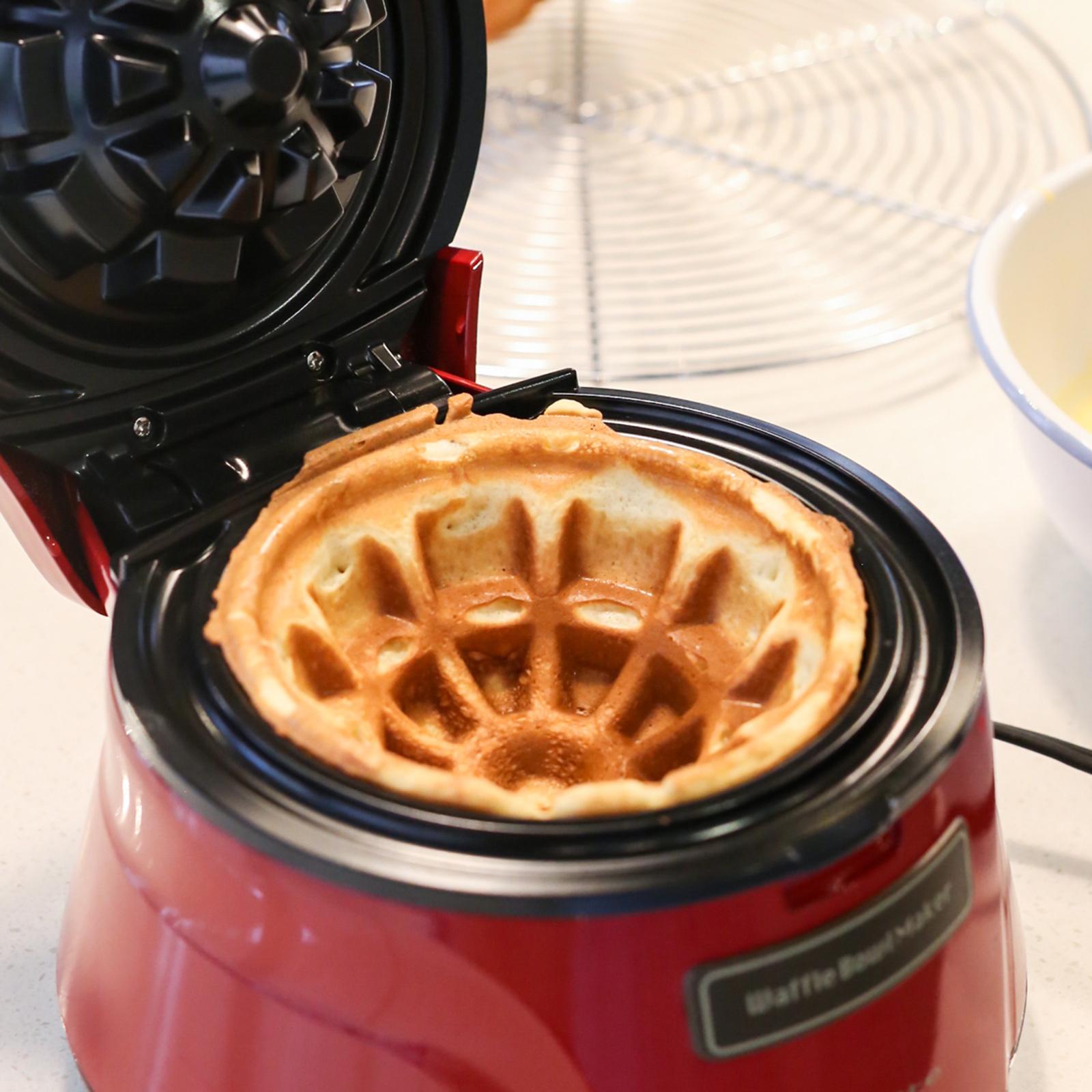 カバーを閉じて2~3分ほど焼くと、こんがりしたワッフルボウルの出来上がり。