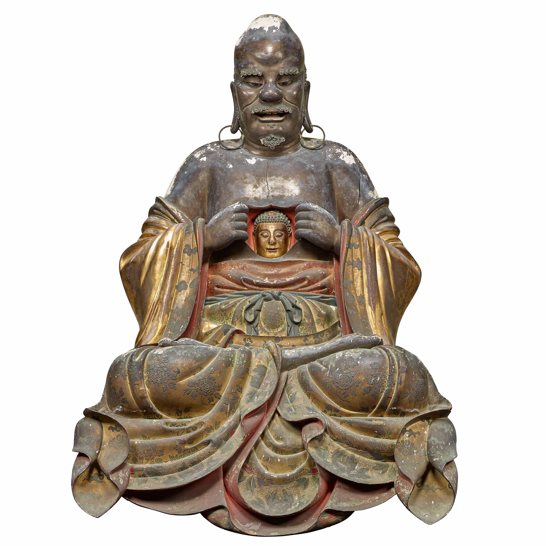 十八羅漢坐像のうち 羅怙羅尊者 范道生作 江戸時代 寛文4年(1664) 京都・萬福寺蔵 通期展示 羅漢は釈尊の弟子のなかでもとりわけ優れた修行者のこと。羅怙羅尊者(らごらそんじゃ)は釈尊の実子で、顔が醜かったとも伝えらえているが、自分の胸を開いて、心には仏が宿っていることを示している。