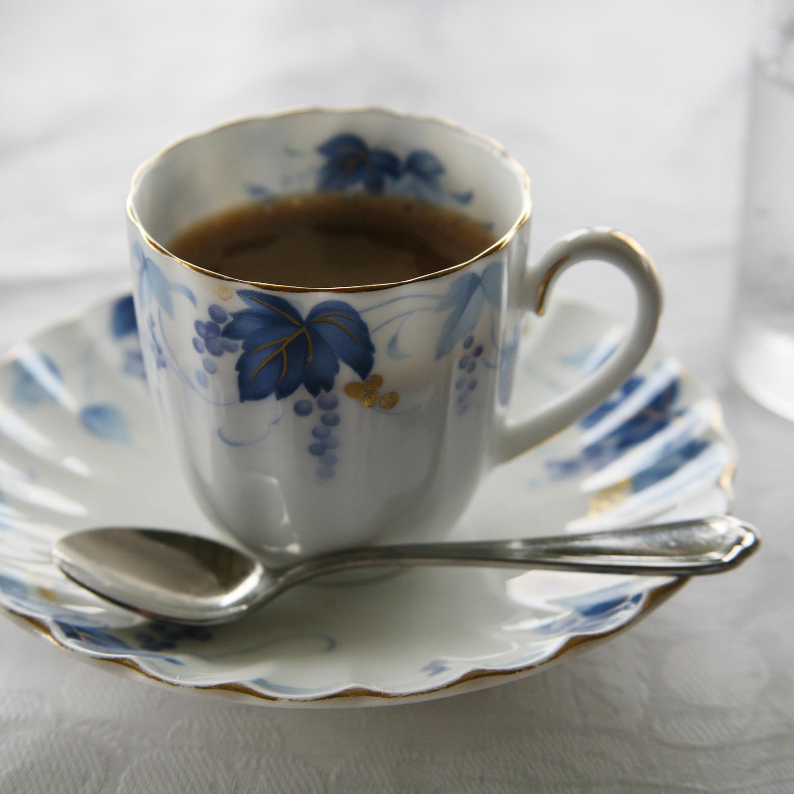 コーヒーカップにもぶどうのデザイン。