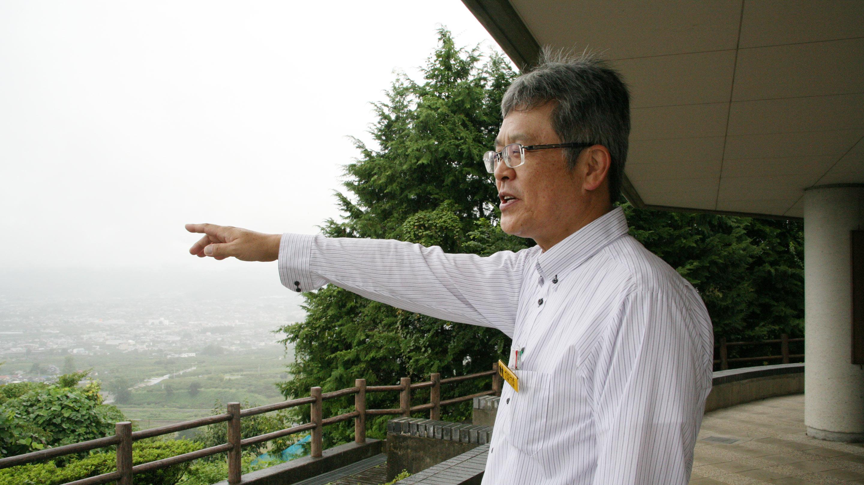 「この甲府盆地は恵みの大地」と、ぶどうの丘支配人の広瀬正樹氏。