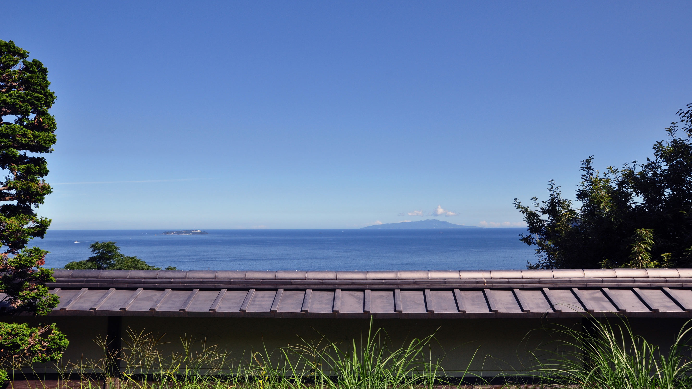 水平線の先に初島を望むひらまつ熱海。
