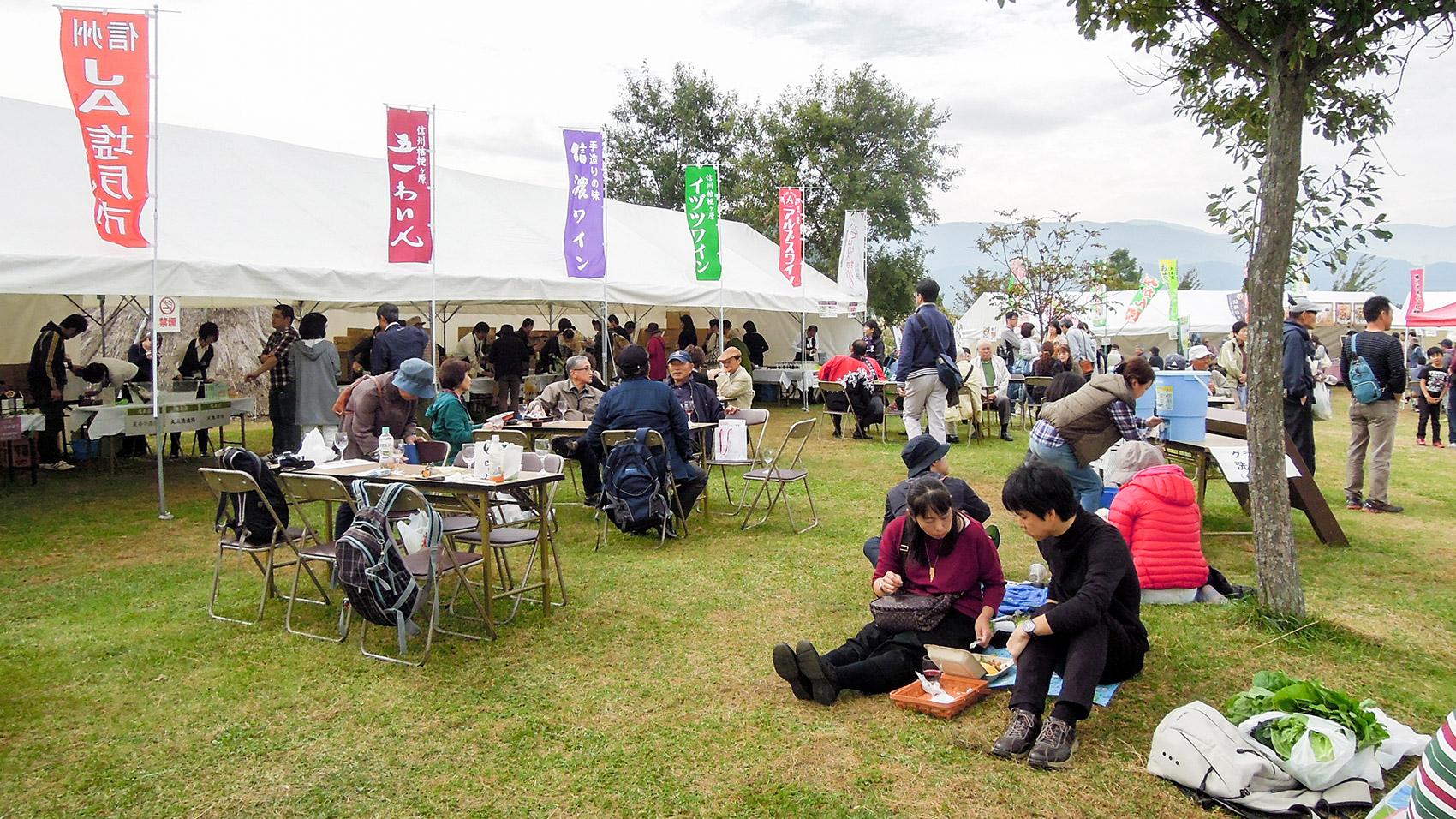 10月の「そば切り物語り」と同時に開催された「塩尻ヌーボーピクニック」。 2017年5月の「塩尻ワイナリーフェスタ」が待ち遠しい。