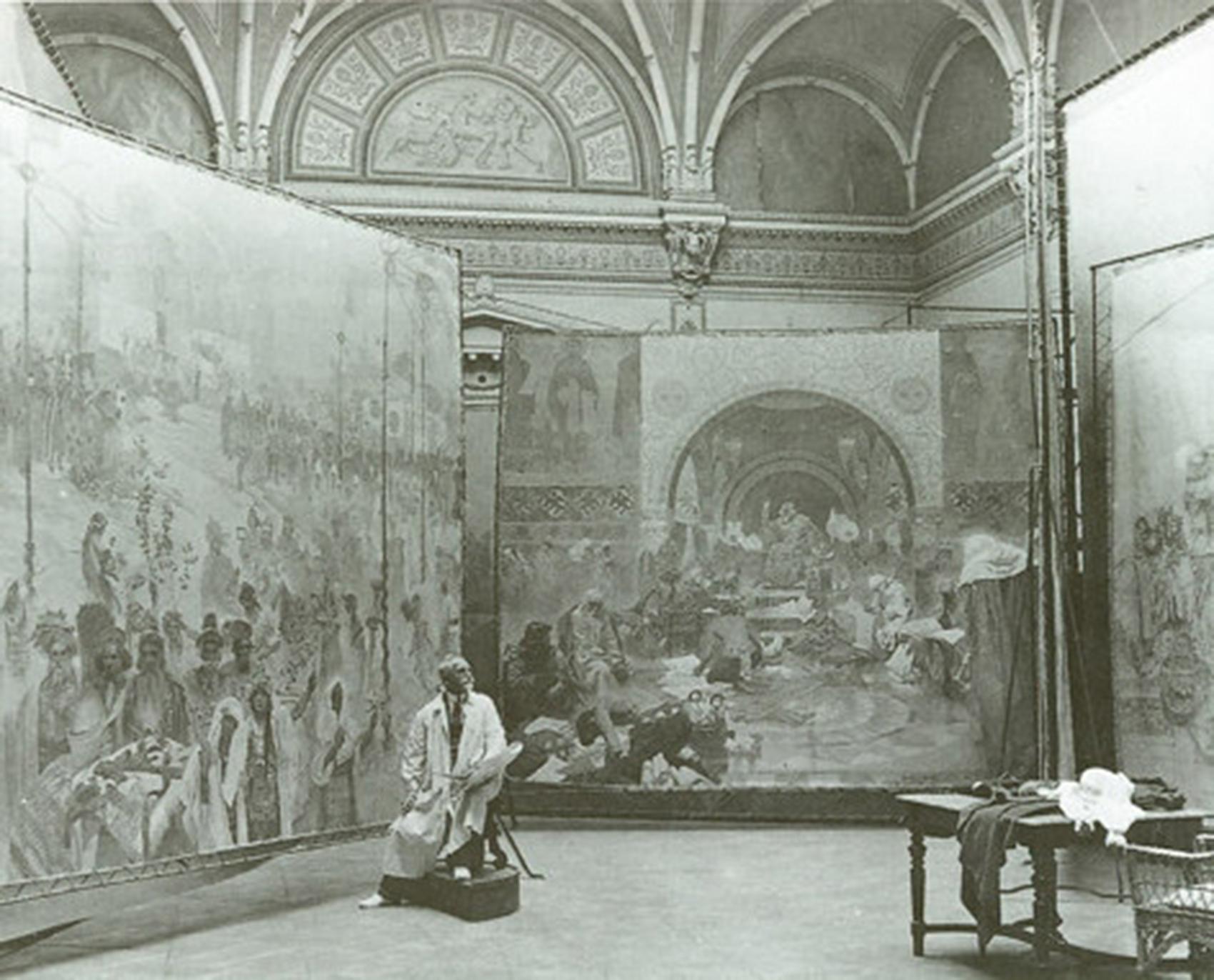 《スラヴ叙事詩》を制作するアルフォンス・ミュシャ、ズビロフ城アトリエにて、1923年
