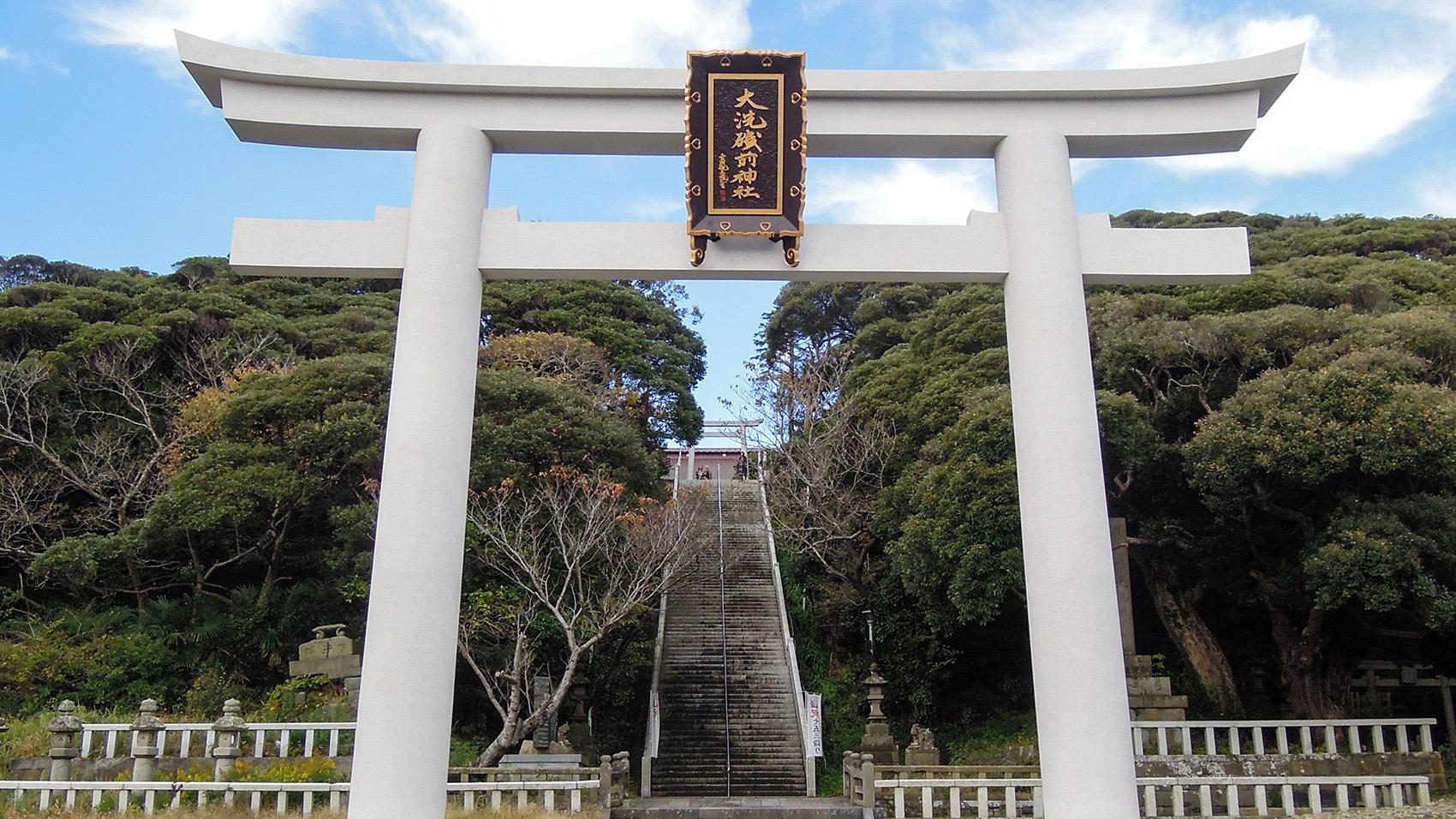 大洗の海に面した大洗磯前神社正面の鳥居。