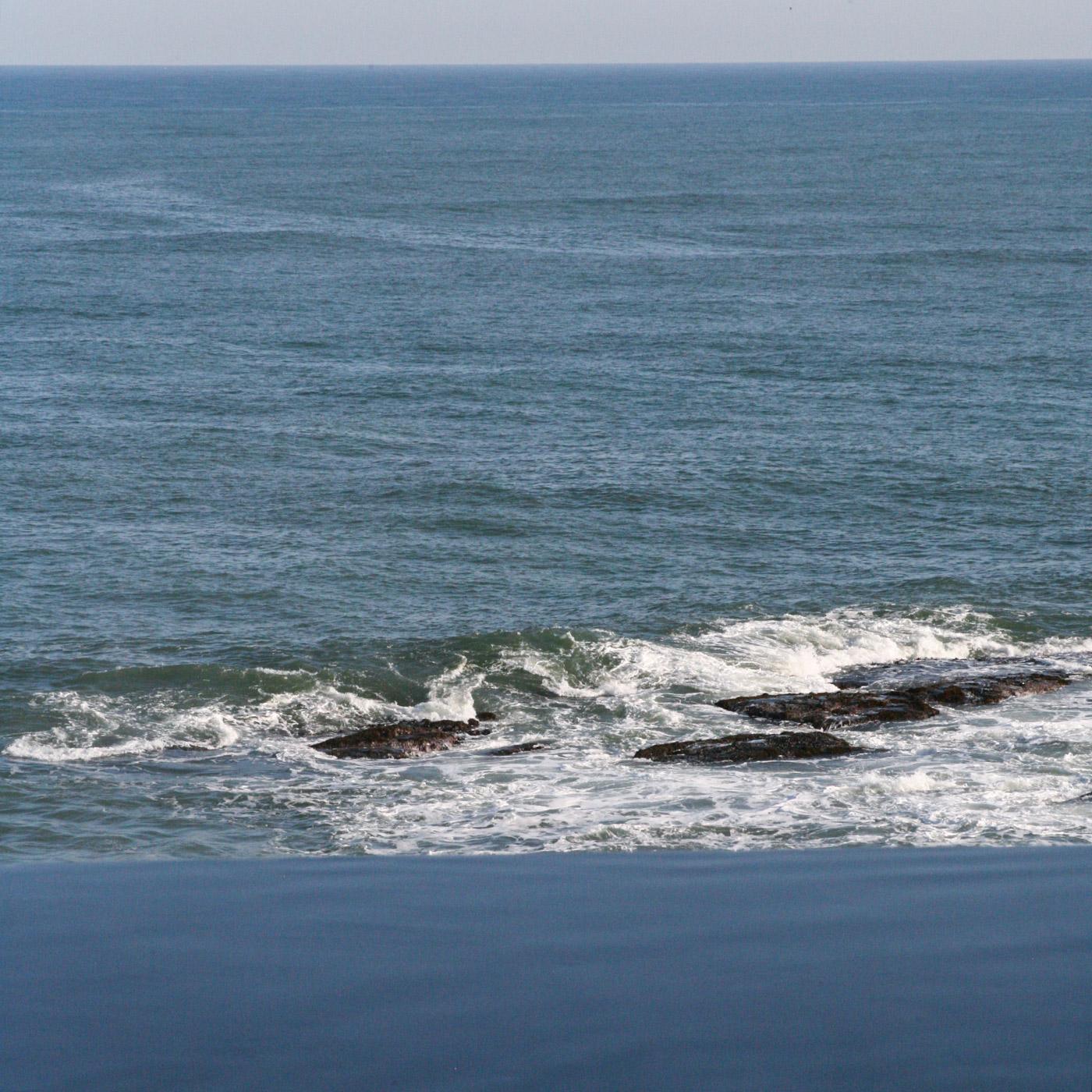 「これほどしっかり海を眺めていたことがあっただろうか」と思えるほど、見飽きない風景。